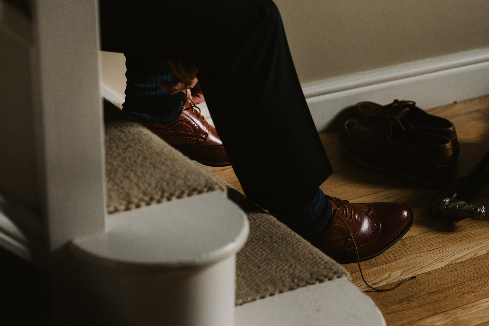 Groom tying up tan leather brogues